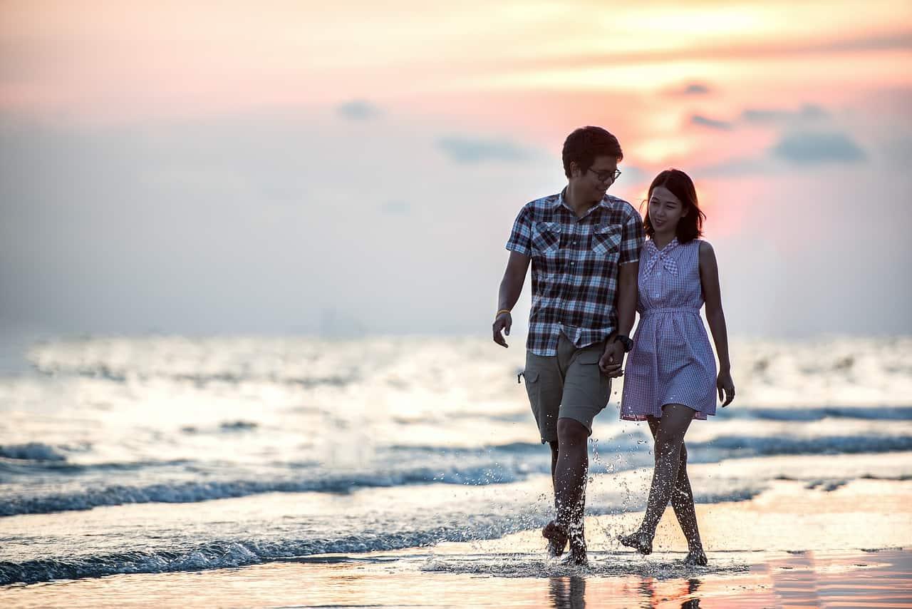 זוג בחוף הים