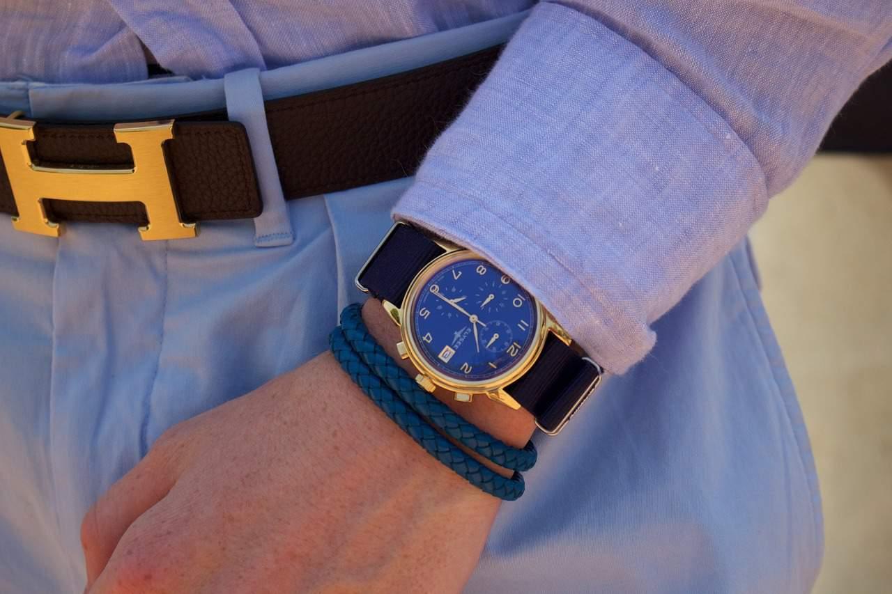 שעון זהב שחור